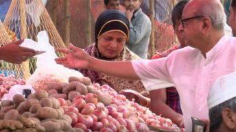 ভারতে লাফিয়ে লাফিয়ে বাড়ছে পেঁয়াজের দাম
