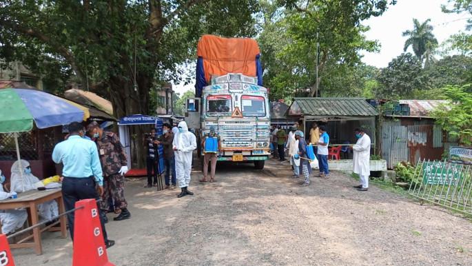 হিলি স্থলবন্দর দিয়ে ভারতীয় ব্যবসায়ীদের পণ্য রপ্তানি বন্ধের ঘোষণা